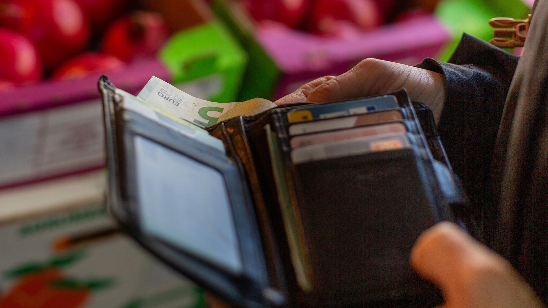 Die EU-Kommission will im Sommer ein Paket von Gesetzesvorschlägen zur Bekämpfung der Geldwäsche vorlegen.