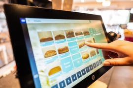 Die Deutschen haben in der Corona-Krise wieder häufiger beim Bäcker nebenan eingekauft.