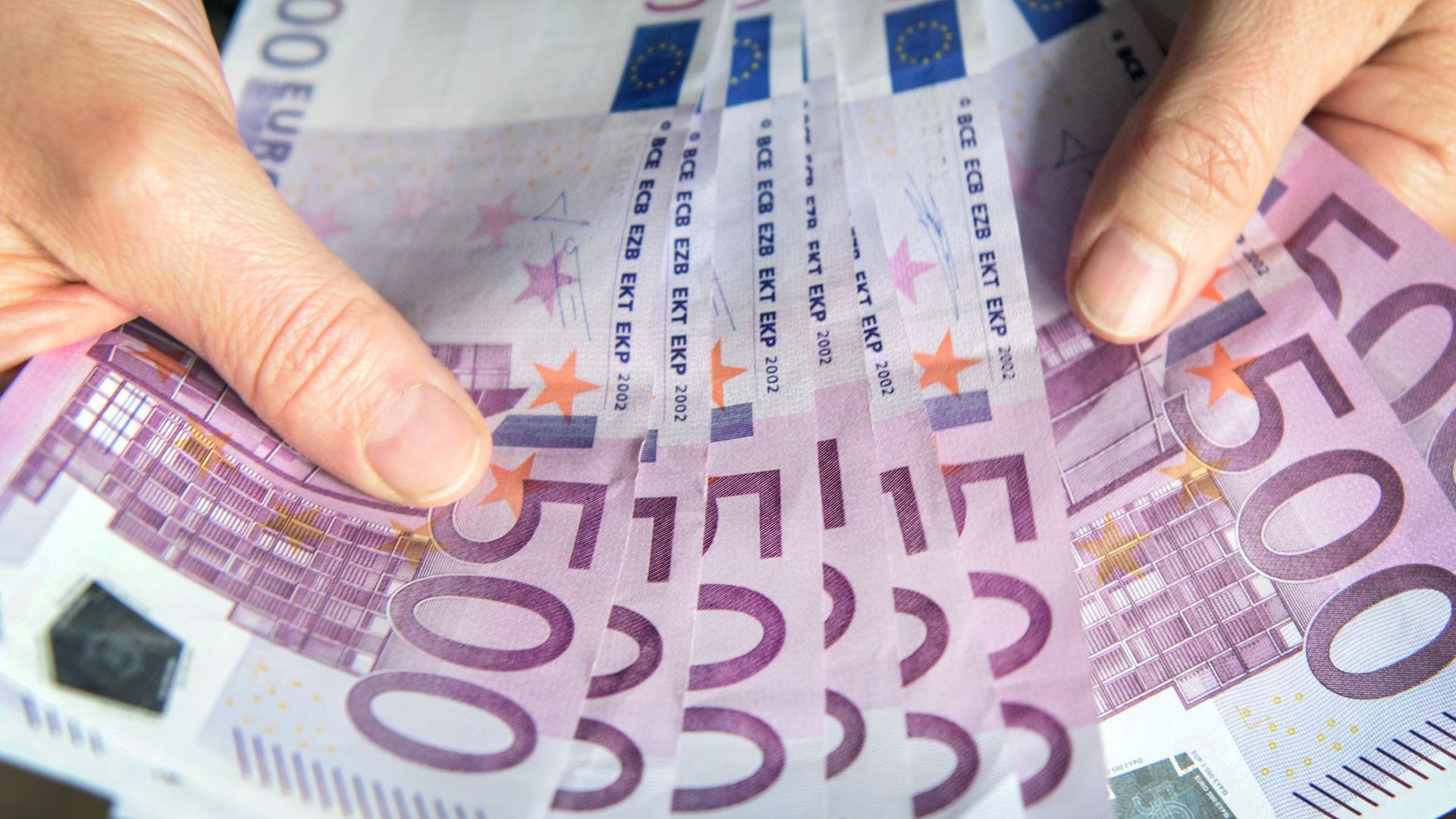 Nach Einschätzung des Rechnungshofes werden in der EU jährlich Milliardenbeträge aus kriminellen Geschäften in die reguläre Wirtschaft eingespeist (Symbolbild).
