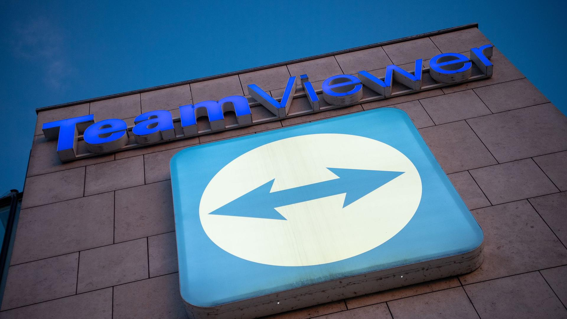 Das Logo des Software-Herstellers Teamviewer ist am Hauptsitz in Göppingen angebracht.