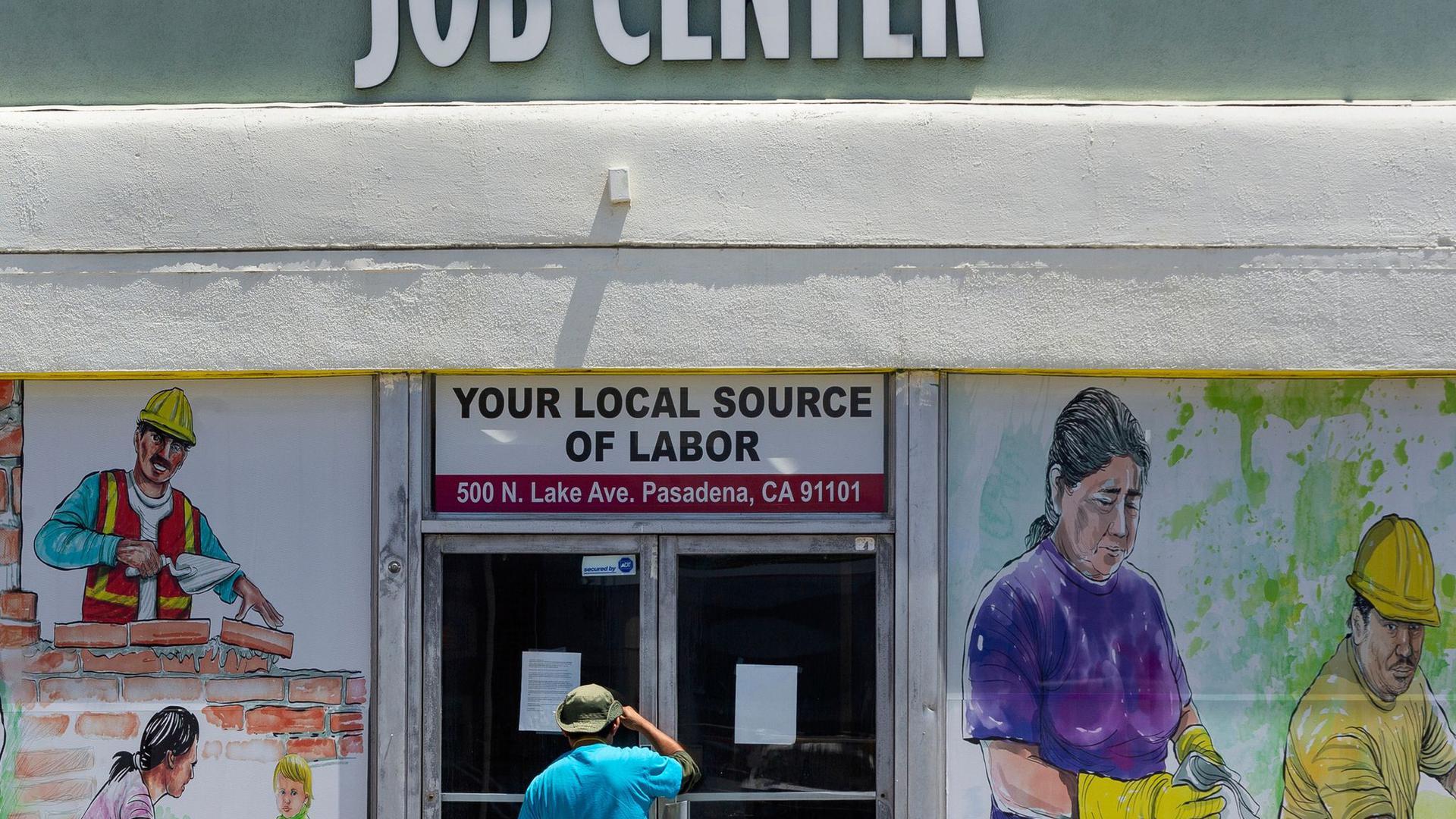 Die Erstanträge auf Arbeitslosenhilfe liegen in den USA nach wie vor über dem Niveau, das vor der Corona-Krise üblich war.
