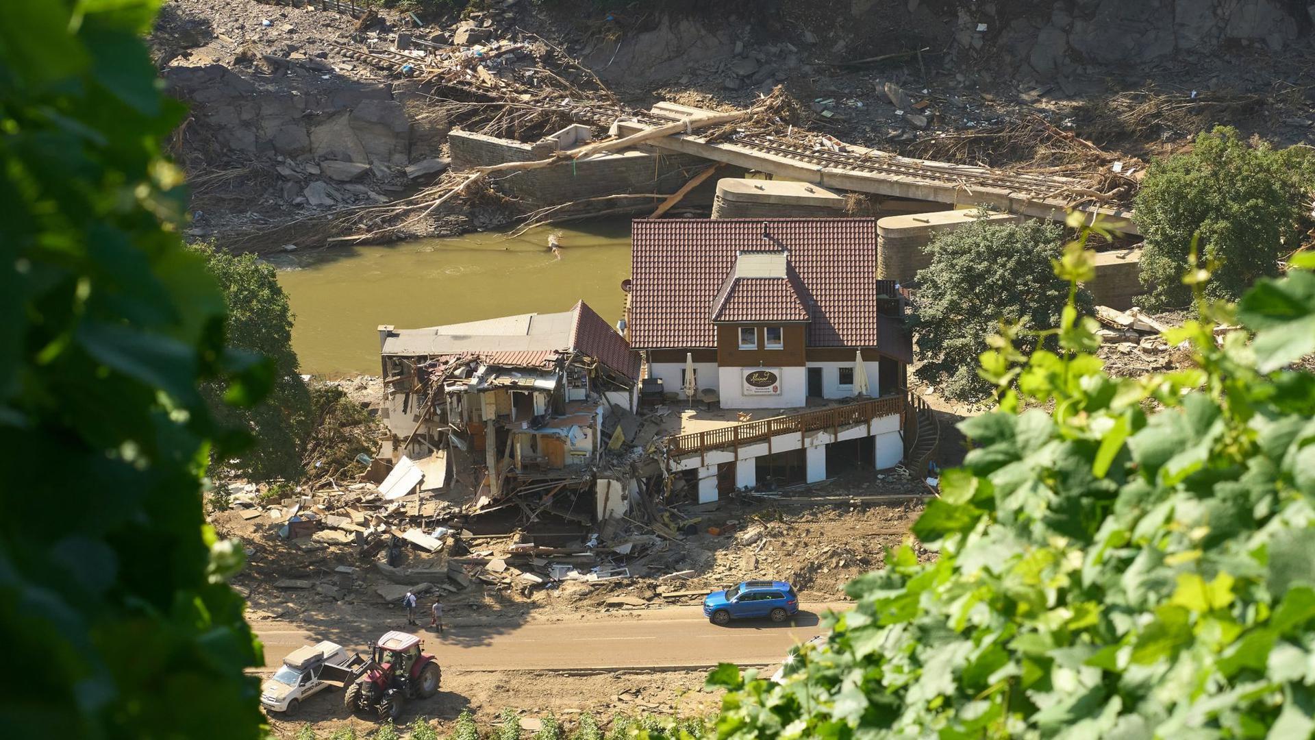 Ein Haus in Marienthal ist nach dem Hochwasser vollkommen aufgerissen.