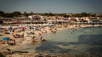 Der Reiseverband DRV schätzt, dass derzeit rund 400.000 Menschen aus Deutschland in Spanien Urlaub machen.