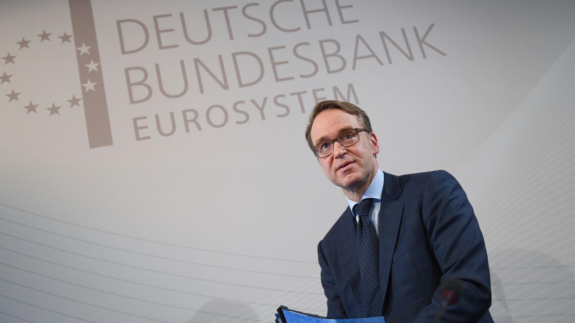 Bundesbankpräsident Jens Weidmann auf den Weg zu einer Pressekonferenz in Frankfurt/M.