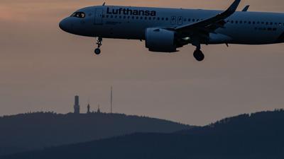 Trotz eines deutlichen Quartalsverlust gibt es für Lufthansa positive Anzeichen.