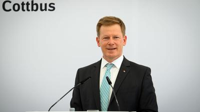 Vorstandsvorsitzender der Deutschen Bahn, Richard Lutz, hat den Umgangston im Tarifkonflikt mit der GDL kritisiert.