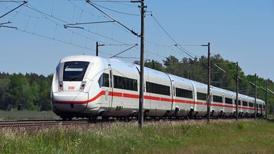 Ein Intercity vom Typ ICE 4 auf der Strecke zwischen Berlin und Hamburg.