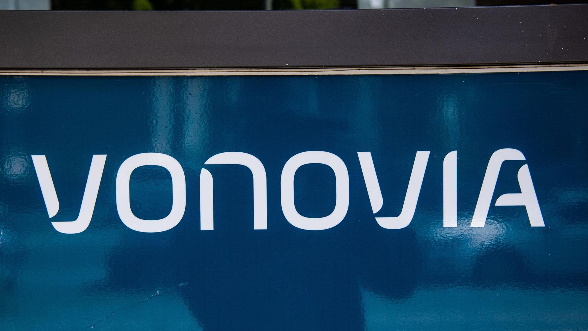 Deutschlands größter Immobilienkonzern Vonovia hat einen weiteren Übernahmeversuch für den Konkurrenten Deutsche Wohnen in Gang gesetzt.