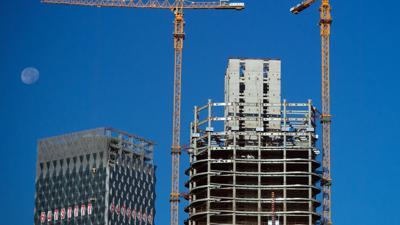 Schulden von umgerechnet mehr als 300 Milliarden US-Dollar lasten auf dem chinesischen Immobilienriesen Evergrande.