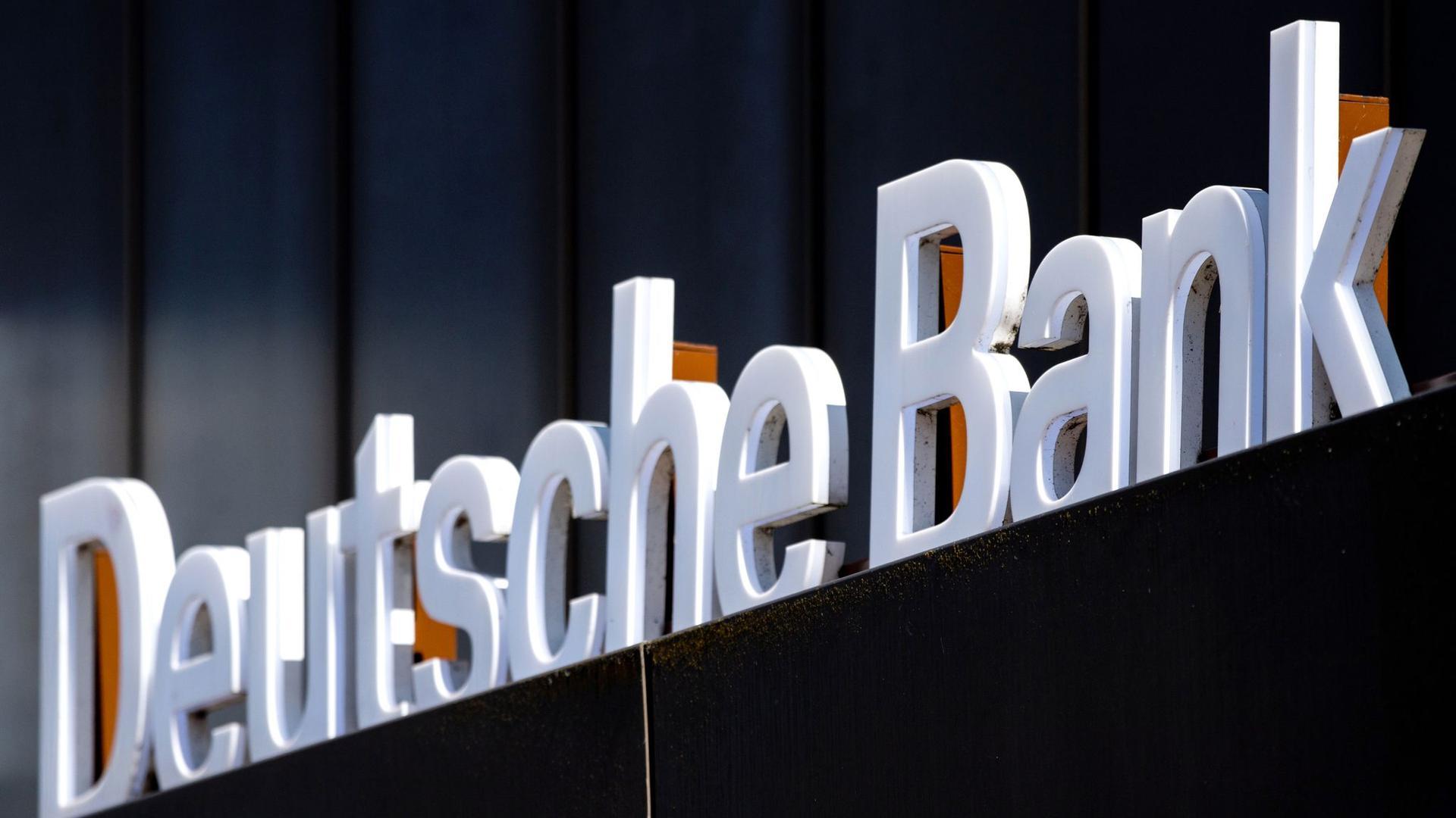 Auch bei der Deutschen Bank läuft ein Konzernumbau inklusive Personalabbaus.