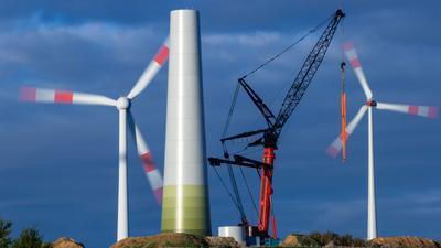 Windräder an Land und auf See produzierten von Januar bis September 2021 weniger Strom als in den ersten drei Quartalen 2020.