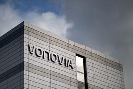Im dritten Anlauf ist Deutschlands größter Wohnungskonzern Vonovia bei der milliardenschweren Übernahme des Konkurrenten Deutsche Wohnen am Ziel.