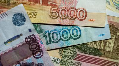 Der russische Rubel profitierte von der Entscheidung. Er legte zu Euro und US-Dollar deutlich zu.