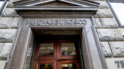 Der Haupteingang des Bankhauses in Hamburg.