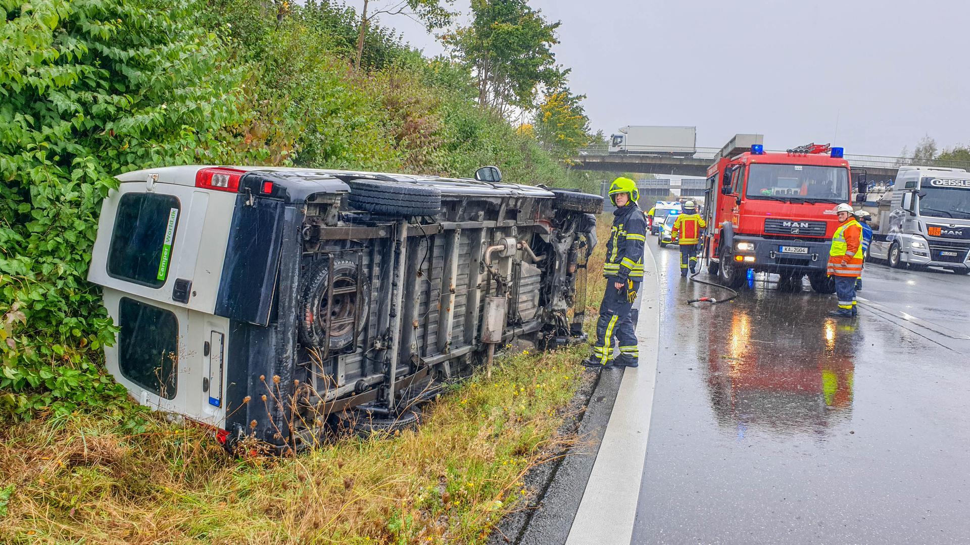 Staus nach Unfall auf der A8