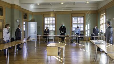 Verhandlung des Amtsgerichts Pforzheim im ehemaligen Ratssaal im Rathaus Dietlingen.