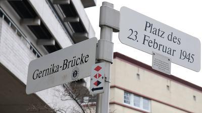 Platz des 23 Februar Gernika Brücke