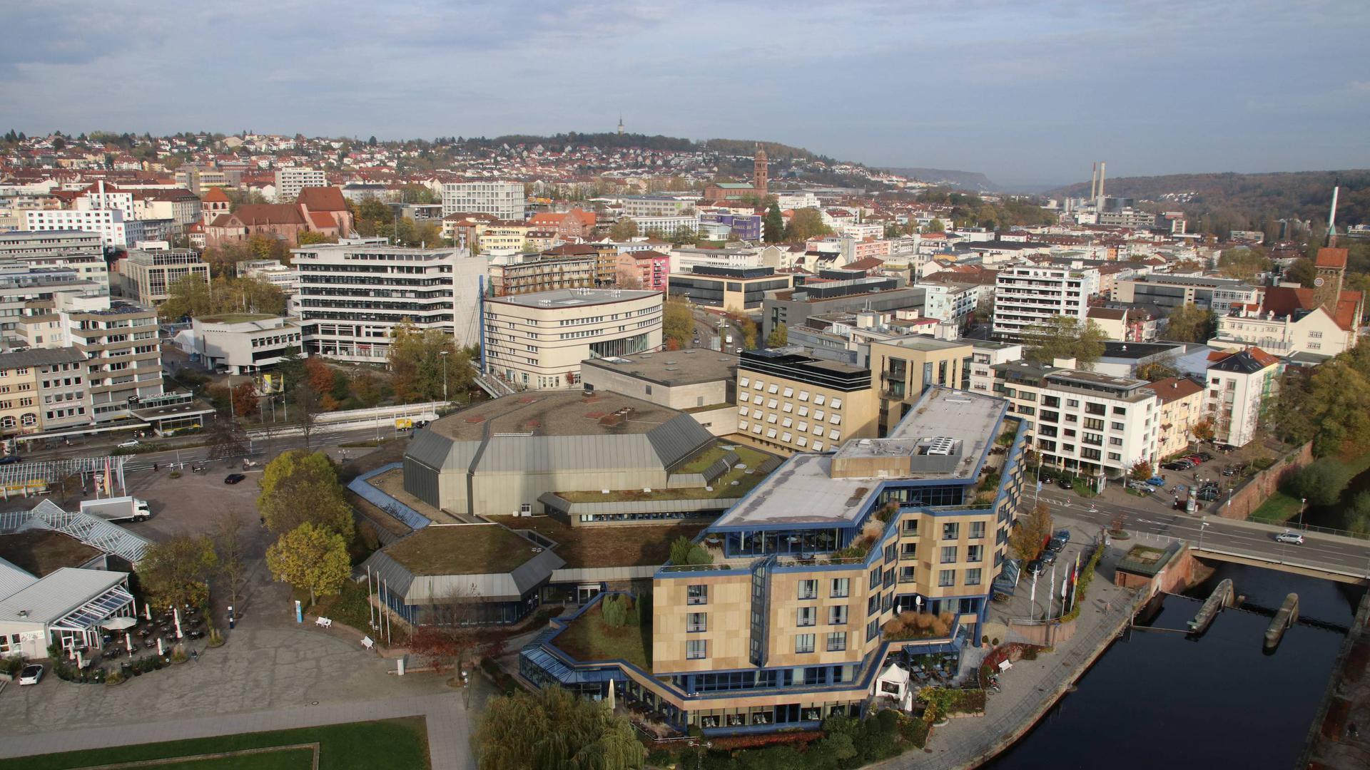 Parkhotel Enz, Rathaus von der Stadtkirche aus gesehen