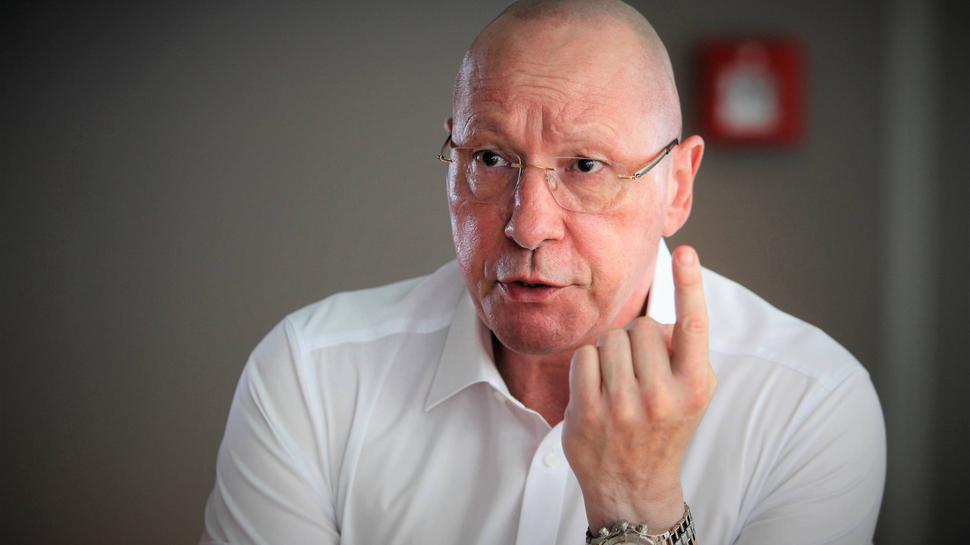 Uwe Hück bei einem Pressegespräch der SPD Pforzheim.