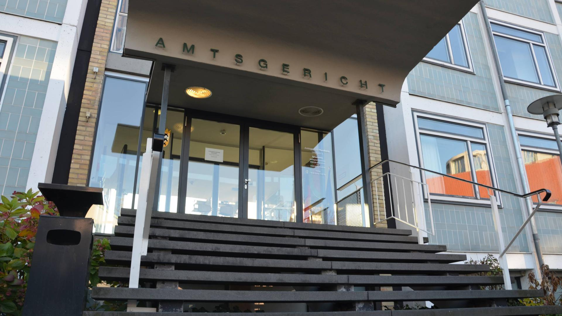 Kinderporno-Prozess im Amtsgericht Pforzheim: Ein 44 Jahre alter Pforzheimer soll im Darknet eine Plattform betrieben haben, auf der insgesamt 33Mitglieder kinder- und jugendpornografische Bilder und Videos ausgetauscht haben.
