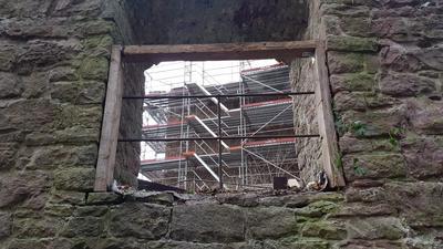 In zwei Jahren soll alles fertig sein: Die Instandsetzung erfolgt von innen nach außen. Begonnen wurde mit der inneren Kernburg, der äußere Ring bildet den Abschluss.