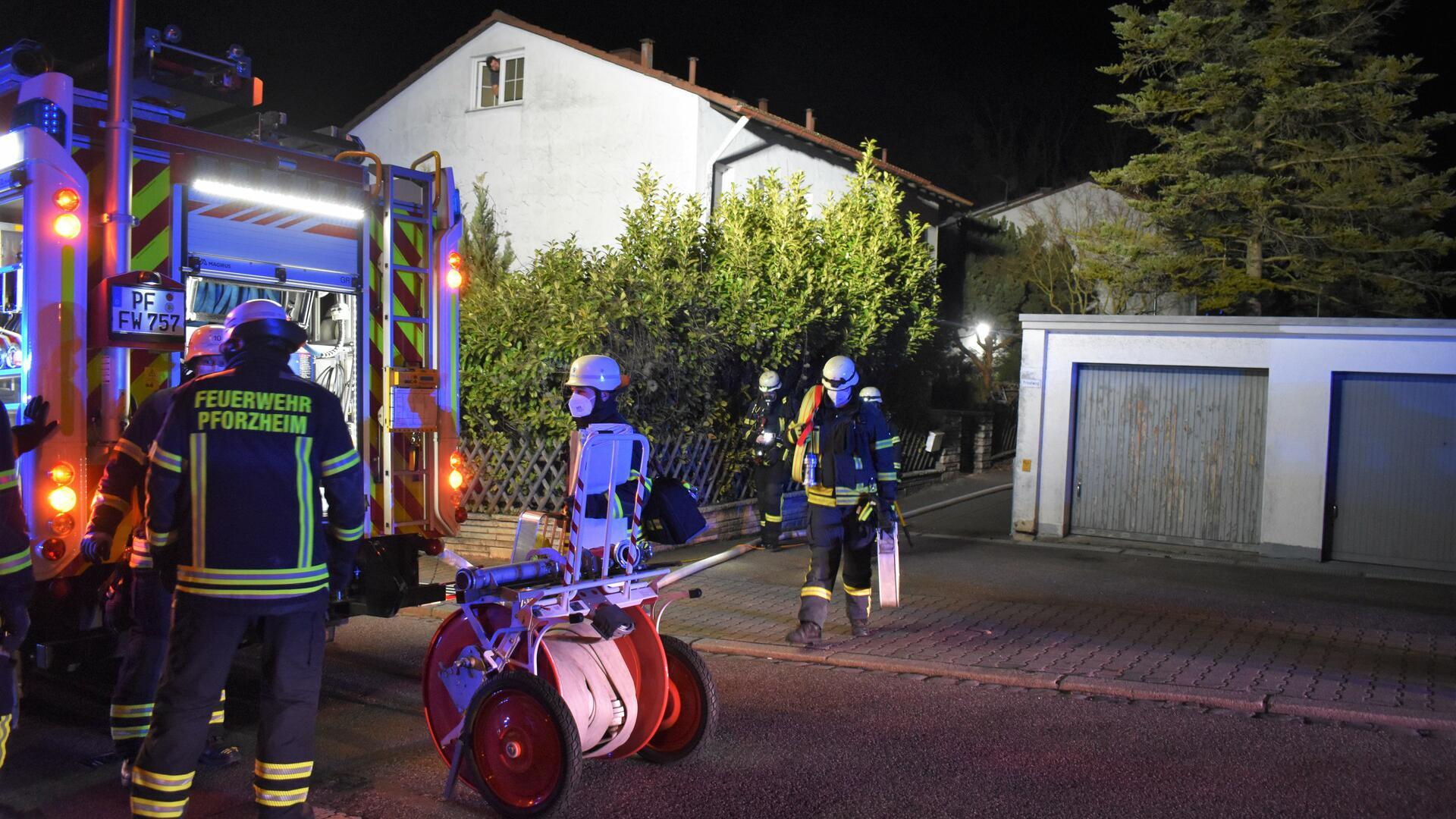 Vier Menschen wurden bei einem Kellerbrand in Pforzheim verletzt.