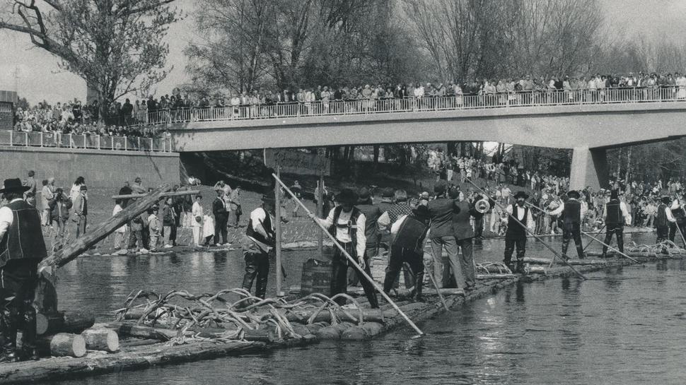 Flößer verabschieden die Landesgartenschau am 26. September 1992