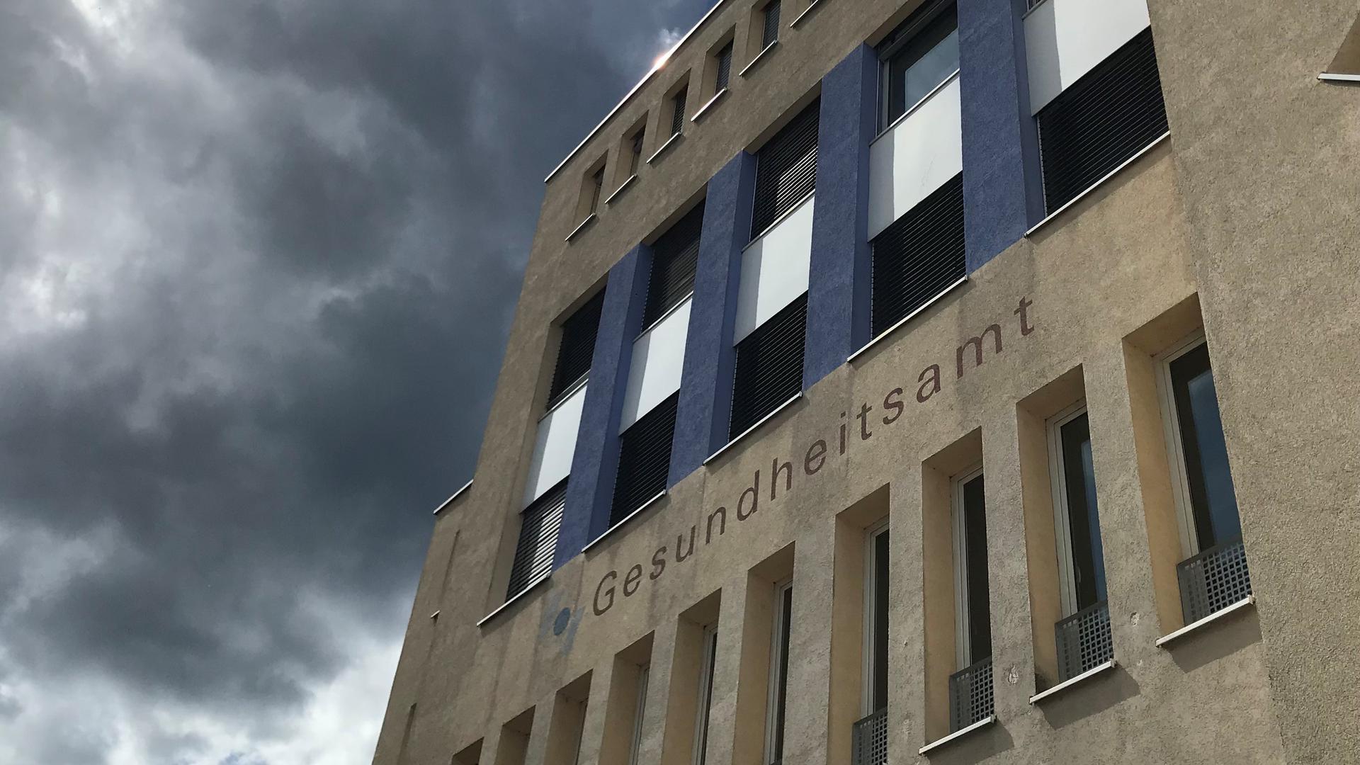 Die Rückfassade des Gesundheitsamts Pforzheim/Enzkreis.