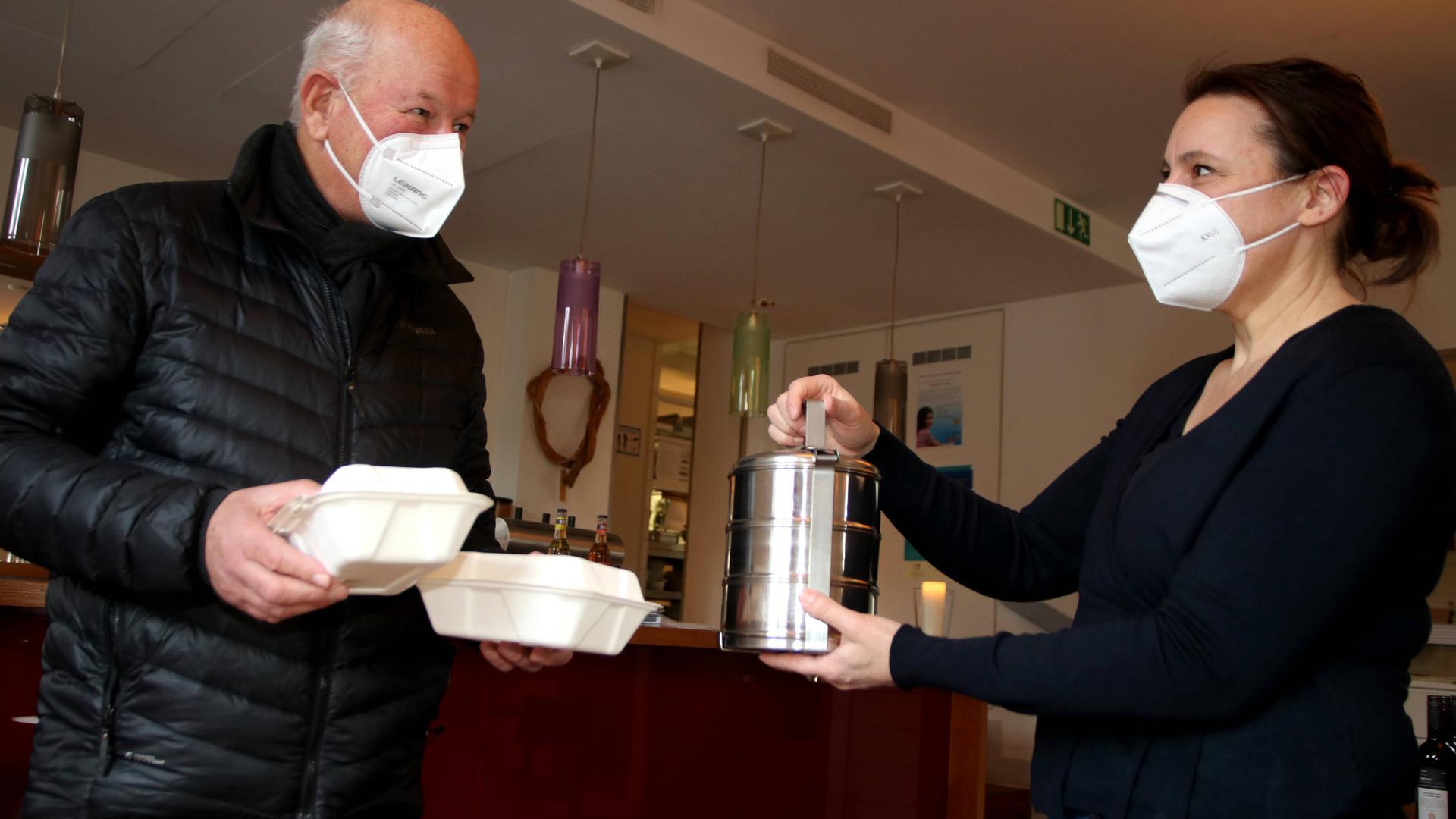 Kompostierbare Behälter und Mehrweggeschirr für das To-Go-Geschäft im Goldenen Anker