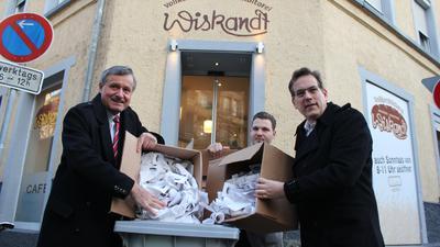 Erik Schweickert (rechts) hat Anfang des Jahres gemeinsam mit Hans-Ulrich Rülke und Jannis Wiskandt eine halbe Million Belege gesammelt