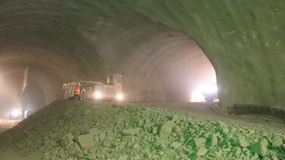 Bauarbeiten im neuen Arlinger Tunnel für die Westtangente