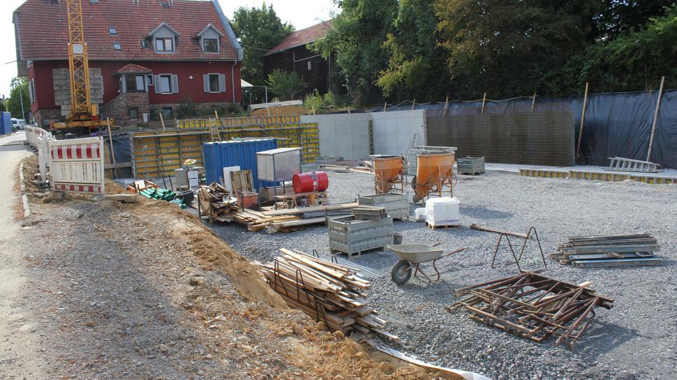 Baugrube auf dem Pforzheimer Tierheimgelände für neue Quarantänestation.