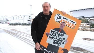 Zehn Jahre später: Holger Reichert war im Enzkreis 2011 das Gesicht der Piratenpartei und grüßte von Wahlplakaten. Heute ist die einstige Politikhoffnung vom Wahlzettel in Pforzheim und Enzkreis verschwunden.