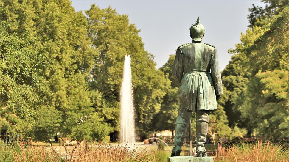 Den Blick nach Norden: Die Bismarck-Statue steht seit 1937 im Pforzheimer Stadtgarten.