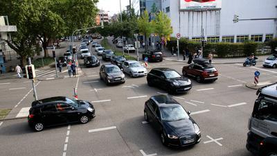 Viele Autos in der Kreuzung Zerrenner/Goethestraße Pforzheim