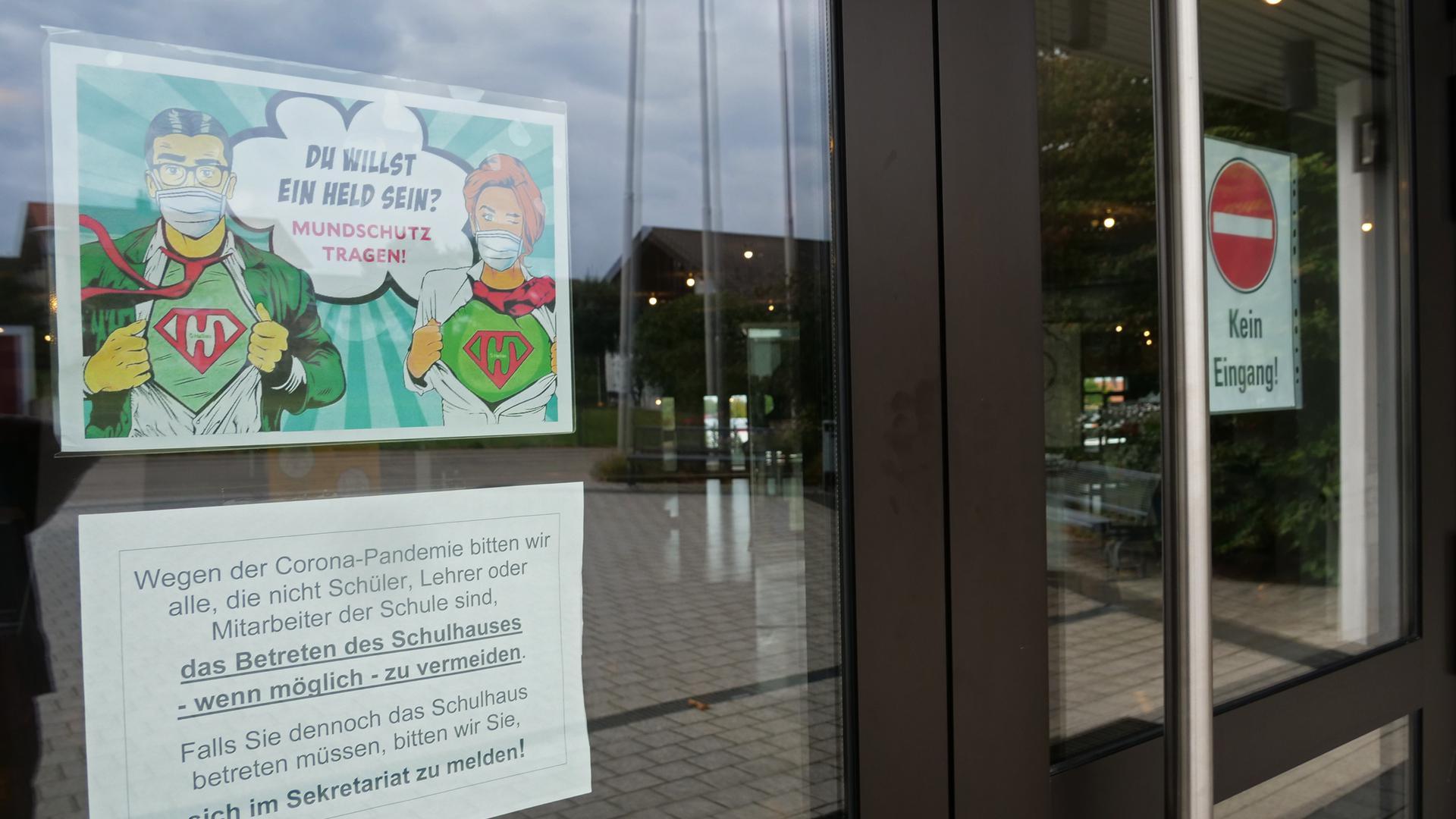 Noch heißt es Mundschutz tragen am Schiller-Gymnasium in Büchenbronn, doch auch hier entfällt bald die Pflicht