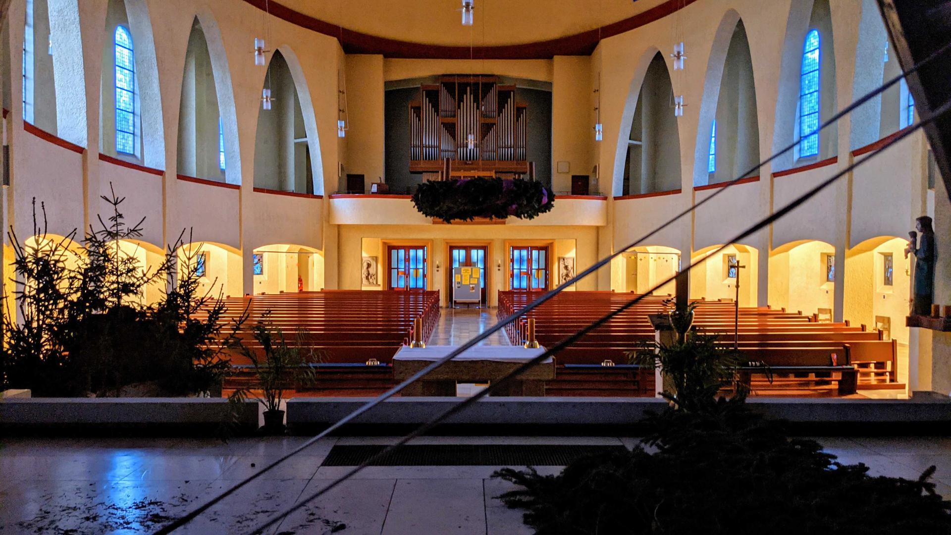 Bleibt zu Weihnachten leer: Viele Kirchengemeinden in Pforzheim und dem Enzkreis haben ihre Gottesdienste an Weihnachten wegen der Corona-Pandemie abgesagt. Auch die Herz-Jesu-Kirche in Pforzheim wird - bis auf einzelne Besucher leer bleiben.