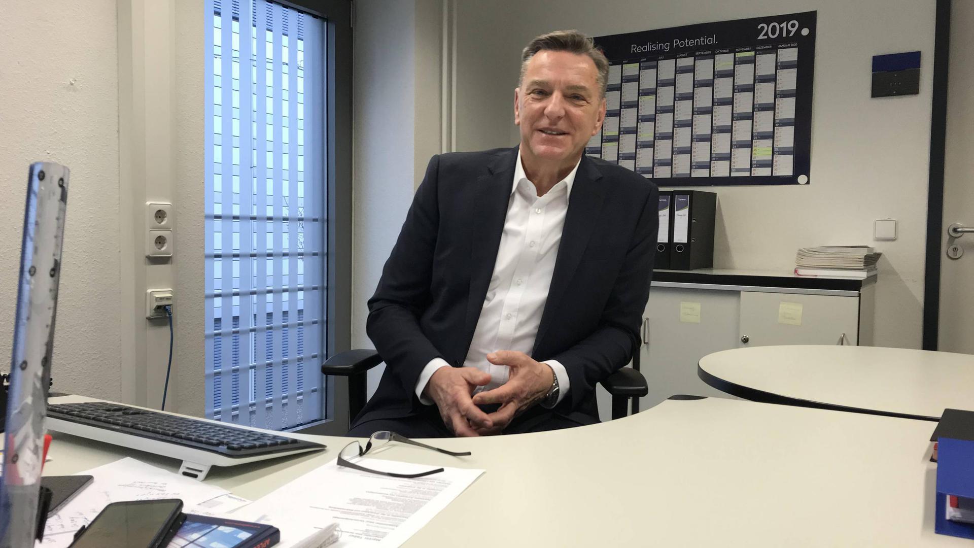 Neuer Schreibtisch, neue Aufgabe: Thomas Sänger ist seit Monatsbeginn für die Schlössle Galerie verantwortlich. Foto: eko