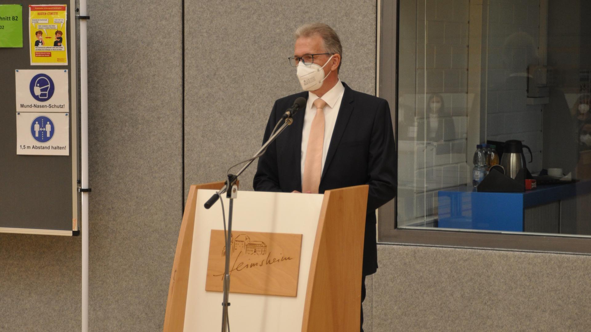 Viele Projekte zu managen: Heimsheims Bürgermeister Jürgen Troll möchte im großen Stil investieren. Der Breitbandausbau und die Klimawende bedeuten große Eingriffe. Darum hatte es im Wahlkampf zuletzt großen Streit gegeben.