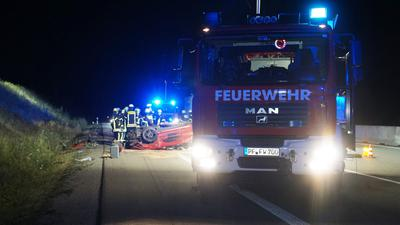 Bei dem Unfall auf der A8 zwischen Pforzheim-West und Karlsruhe kam eine Frau ums Leben.