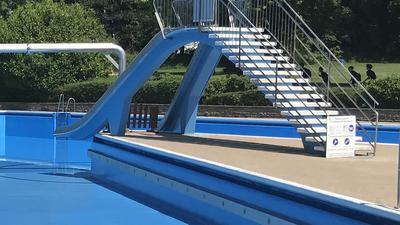Kein Weiterkommen: Während das Nichtschwimmerbecken im Wartbergbad wieder freigegeben wird, ist die generelle Zukunft des Bades weiterhin unsicher.
