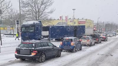 LKW Auflieger gelöst Karlsruher Straße