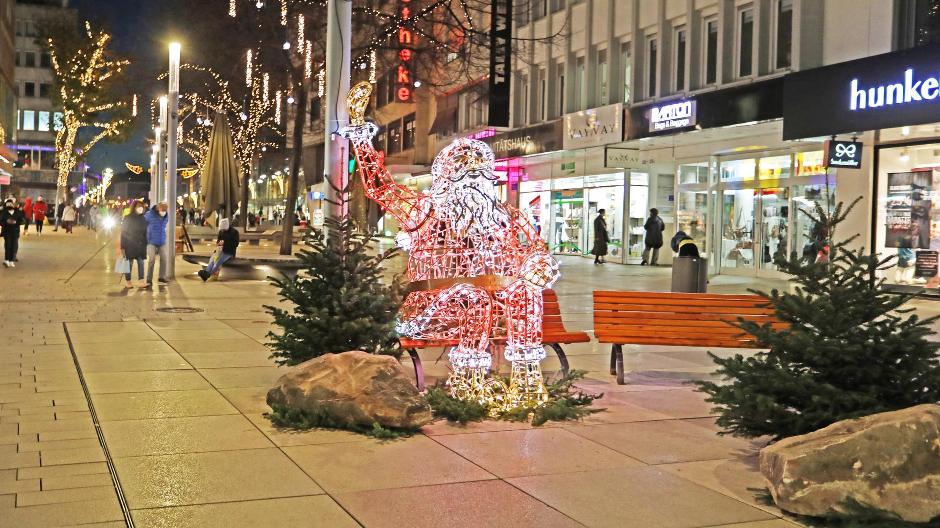 Weihnachtsmann in Pforzheimer Fußgängerzone