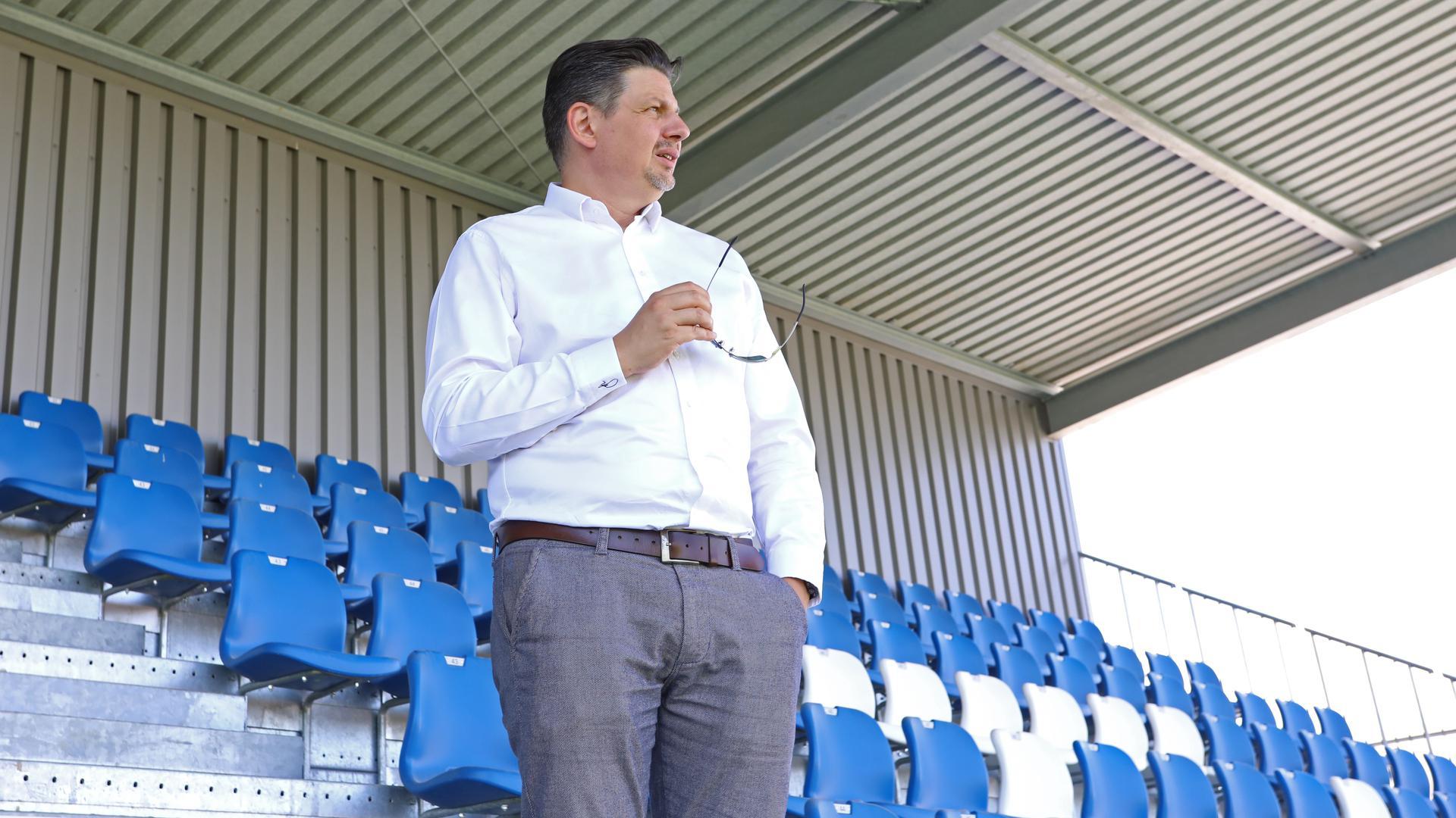 Die nächsten Fußballfeste im Blick: Der Vereinsvorsitzende Markus Geiser hat noch einiges vor mit dem 1. CfR Pforzheim. Das Stadion im Brötzinger Tal ist dabei ein wichtiger Baustein des Konzepts.