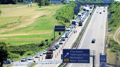 Tiefschlag auf den letzten Metern: Mehr als doppelt so viel als geplant soll der Ausbau an den letzten 4,8 Kilometern zwischen den Anschlussstellen Pforzheim-Nord und -Süd kosten. Konkret geht es an dem unfallträchtigen Autobahnabschnitt um eine Abflachung des starken Gefälles.