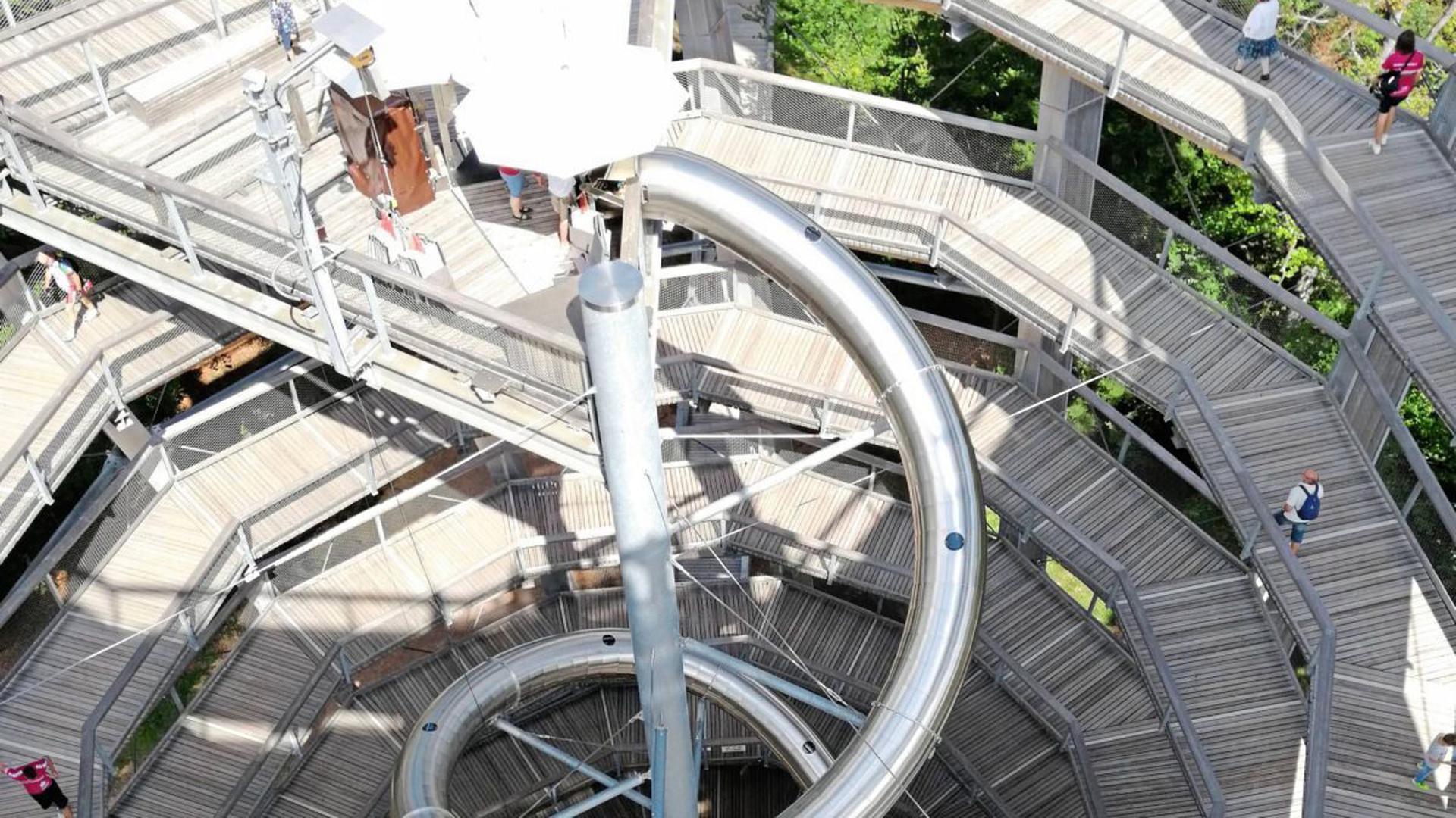 Immer der Nase nach: Der 40 Meter hohe Aussichtsturm in Bad Wildbad bietet einen spektakulären Rundumblick. Das zieht auch Besucher aus dem Ausland an.