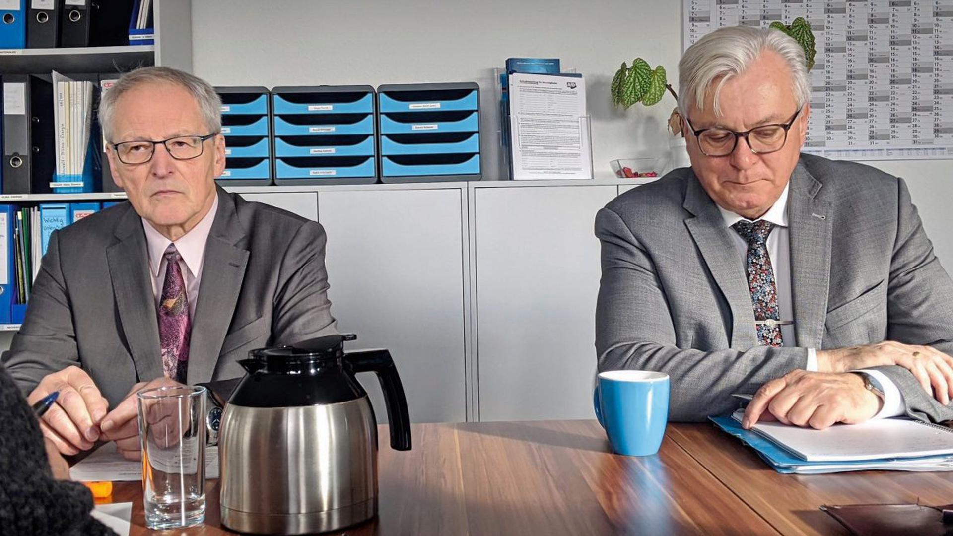 Auf Abstand: AfD-Landtagsfraktionschef Bernd Gögel (rechts) und sein Fraktionskollege Bernd Grimmer in der Pforzheimer AfD-Geschäftsststelle.