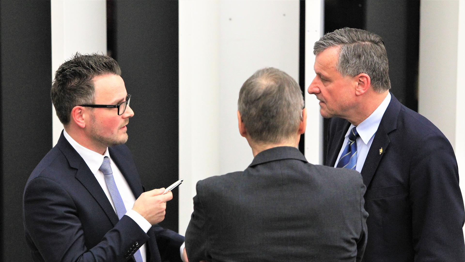 Boch und Rülke streiten sich in einer Sitzungspause im Pforzheimer Gemeinderat