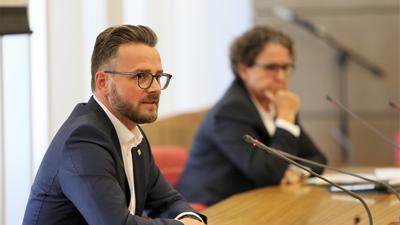 OB Peter Boch und Baubürgermeisterin Sibylle Schüssler im Ratssaal der Stadt Pforzheim