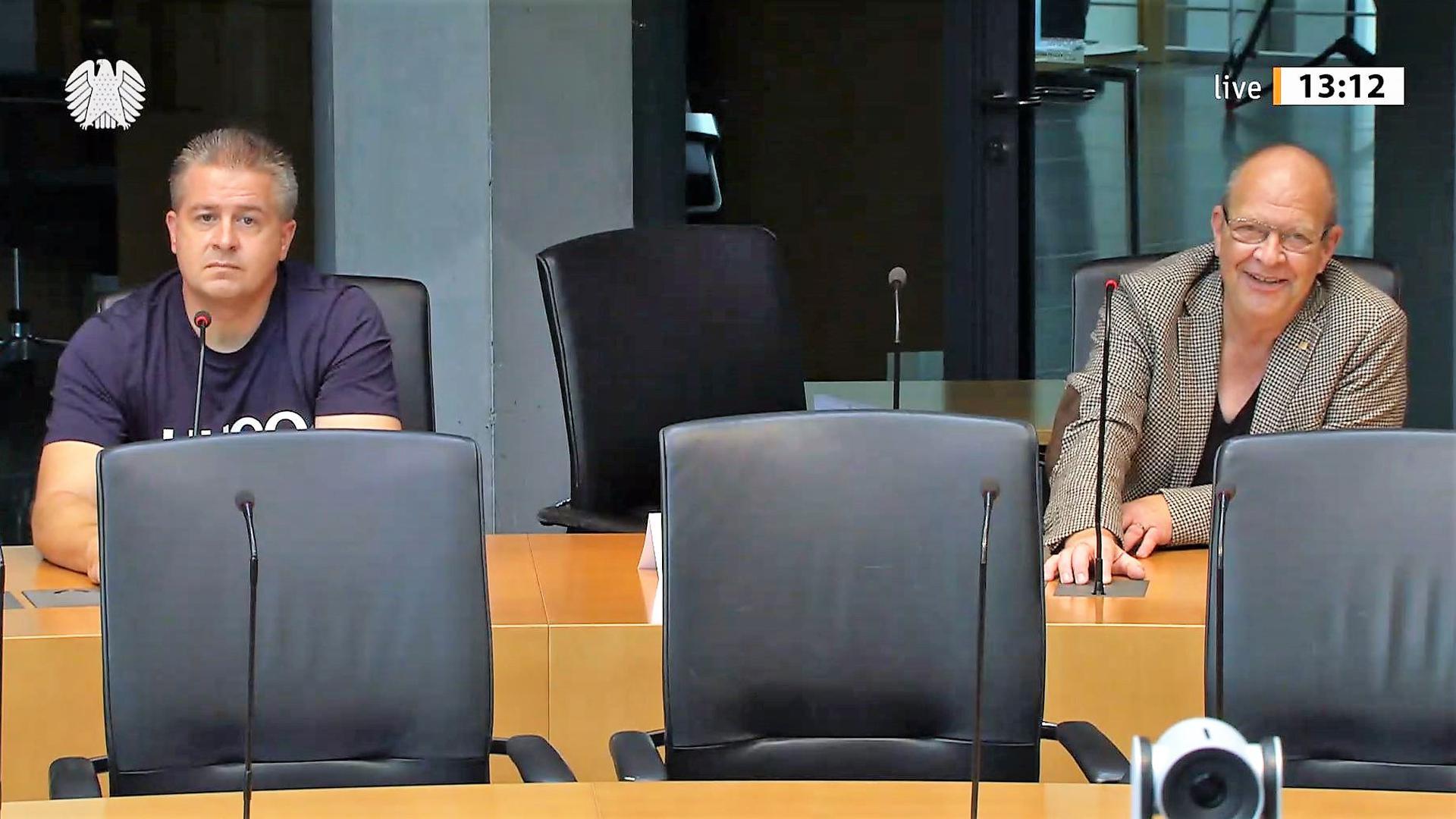 Rede und Antwort: Bürgerbewegung-Bundesvorsitzender Sebastian Haase (links) und Direktkandidat Andreas Kubisch aus Pforzheim am Freitag im Bundeswahlausschuss.